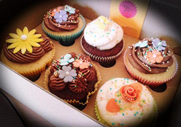 Zdobené jarné cupcakes |