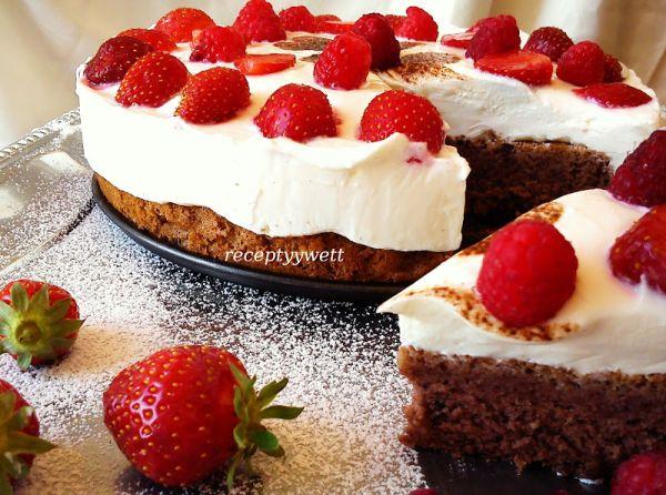 Ovocná mini torta s tvarohom a jahodami |