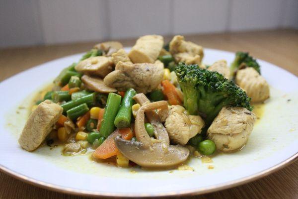 Pikantné zeleninové soté s kuracím mäsom |
