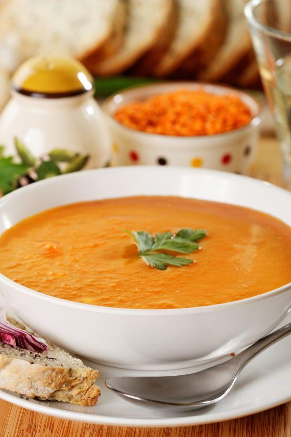 Krémová šošovicová polievka so sušenými paradajkami a citrónom ...