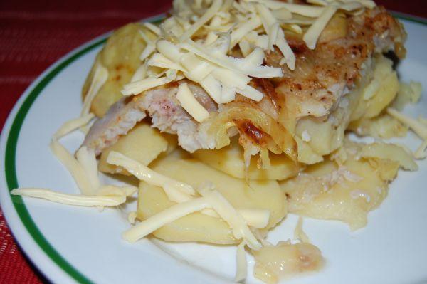 Pečená ryba so zemiakmi |
