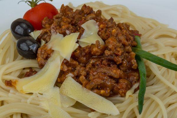 Špagety s hovädzím mäsom a olivami |