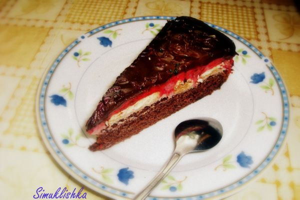 Tvarohovo-jahodová torta s čokoládou |