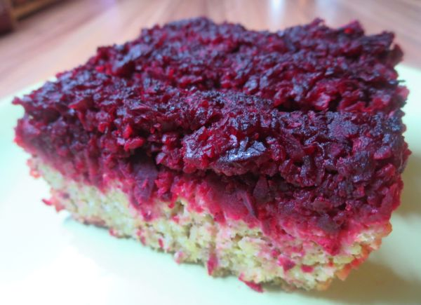 Pšenový koláč s vínovou červenou repou |