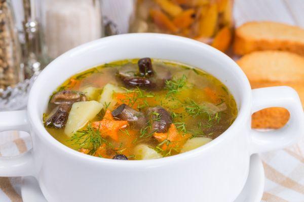 Zeleninová polievka s hubami |