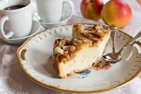 Šípkový koláč s jablkami |
