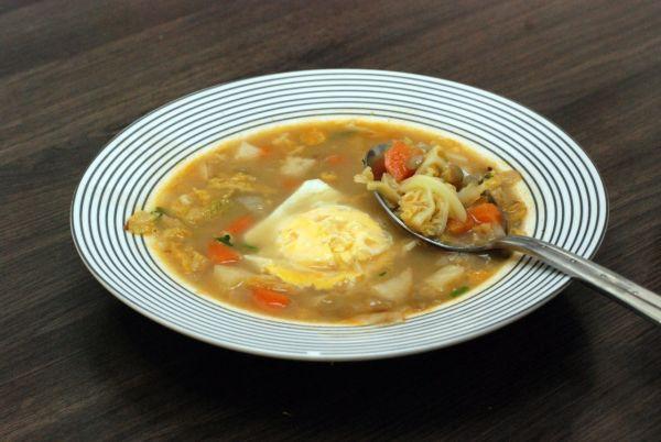Kelovo-šošovicová polievka s vajíčkom |
