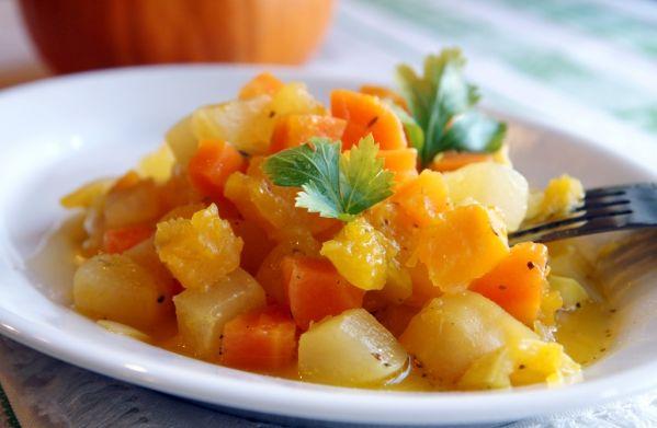 Dusená mrkva s koňakom a zemiakmi |
