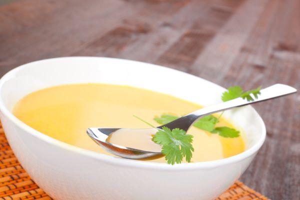 Krémová polievka s avokádom a kokosom |