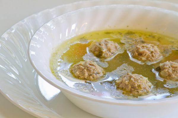 Hovädzia polievka s mäsovými guľkami |