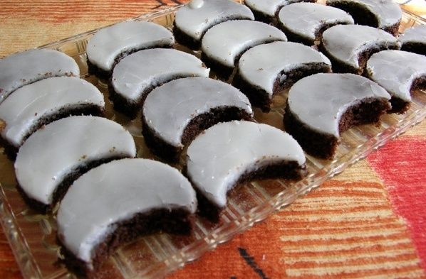 Čokoládové mesiačiky s rumovou polevou |