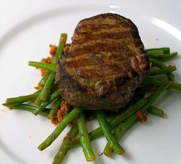 Teľací steak s fazuľkou |