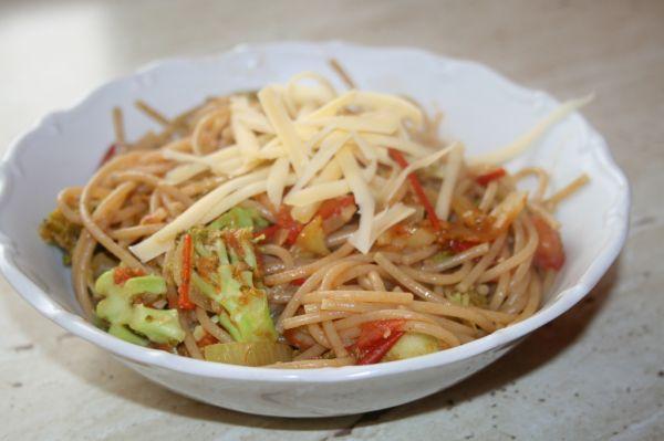Celozrnné špagety so zeleninou |