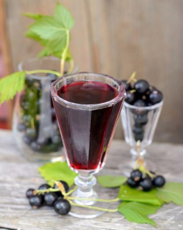 Dezertné víno z čiernych ríbezlí  