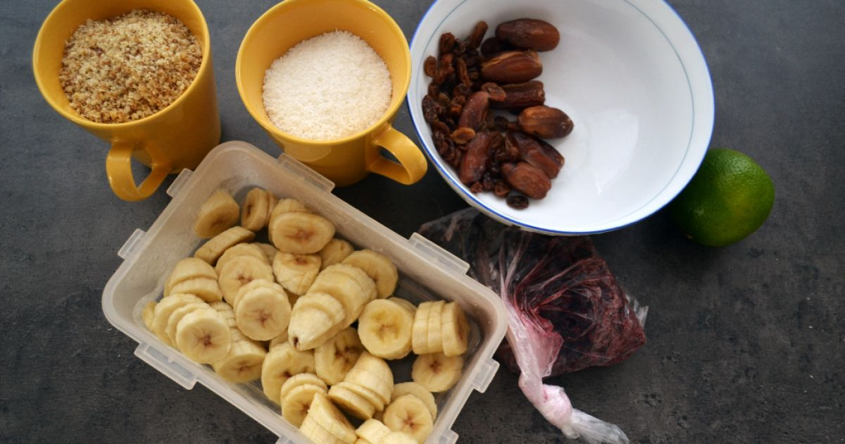 RAW bananovo-čučoriedkový dezert, fotogaléria 2 / 8.