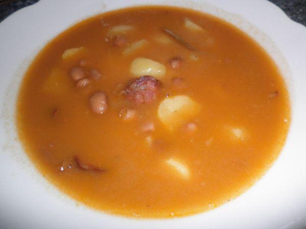 Fazuľová polievka s klobáskou |