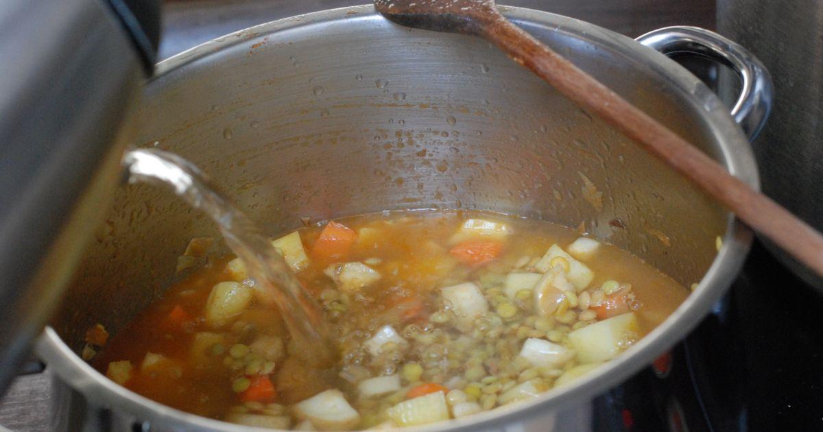 Šošovicová polievka s restovaným párkom, fotogaléria 8 ...