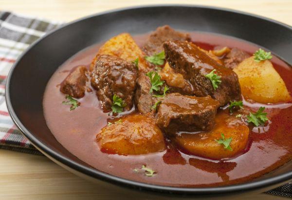 Maďarský guláš so zemiakmi |