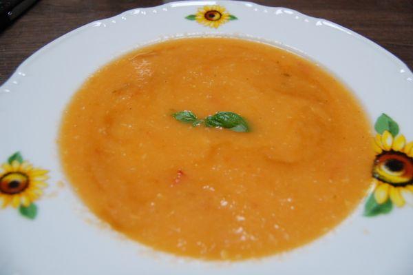 Cuketovo rajčinová polievka |