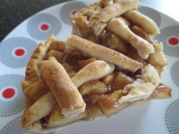 Jablkový krehký koláč s orechami |