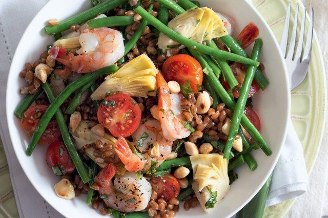 Pšeničný salát s krevetami a zálivkou s kapary