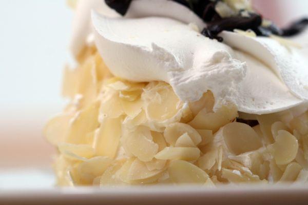 Mandľová torta s vaječným likérom |