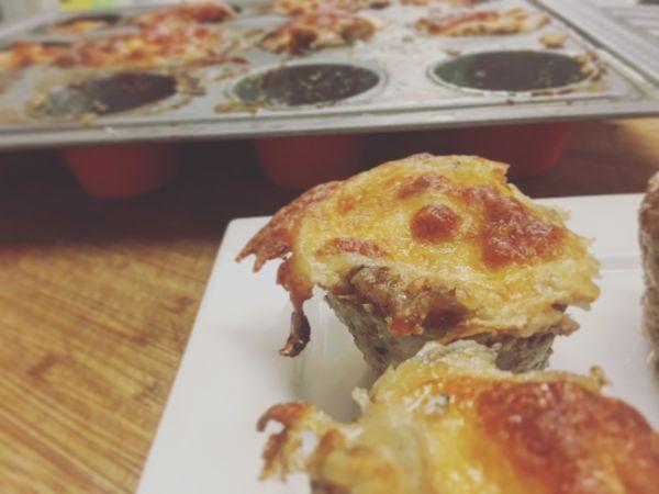 Videorecept: Mäsové muffiny so syrom |
