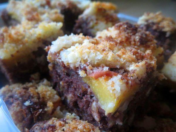 Cuketovo-broskyňový koláč s kokosovou posýpkou ...