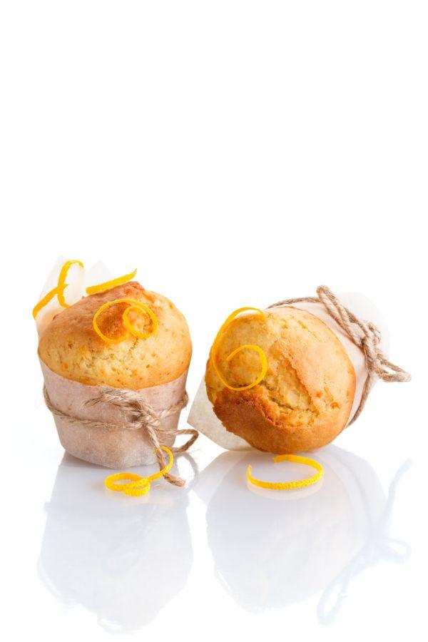 Pomarančové muffiny s bielou čokoládou vo vnútri |