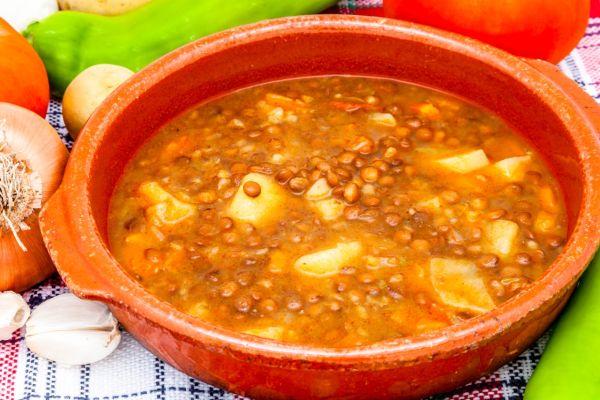 Šošovicová polievka so zemiakmi |