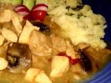 Hydinové mäso so zeleninou a sójovými kockami /Drůbeží maso se ...