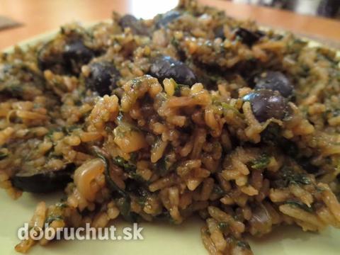 Špenátové rizoto s čiernymi olivami |