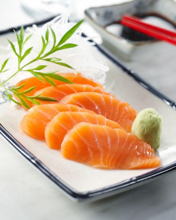 Sašimi z marinovaného lososa |