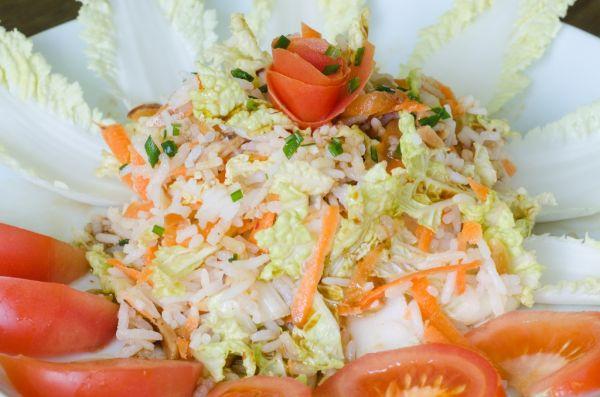 Kapustovo-mrkvovo-cibuľový šalát  