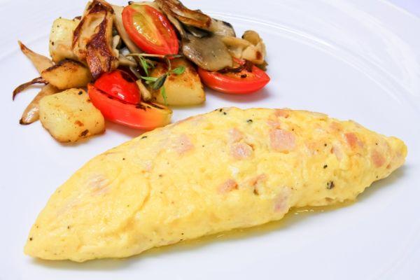 Omeleta so zemiakmi a šunkou |