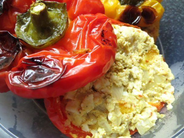 Pečená paprika s vajíčkovo-cibuľovou plnkou ...