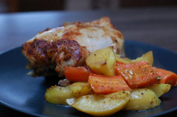 Karí kura s pečenou mrkvou a zemiakmi |