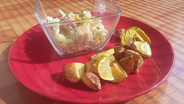 Pestrý šalát k opečeným zemiakom  