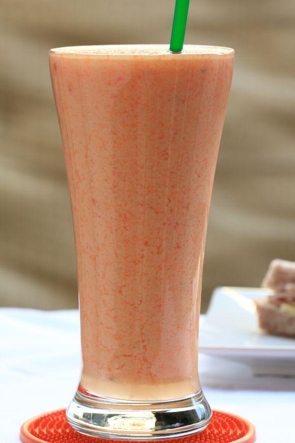 Chladené medové rajčiakové mlieko |