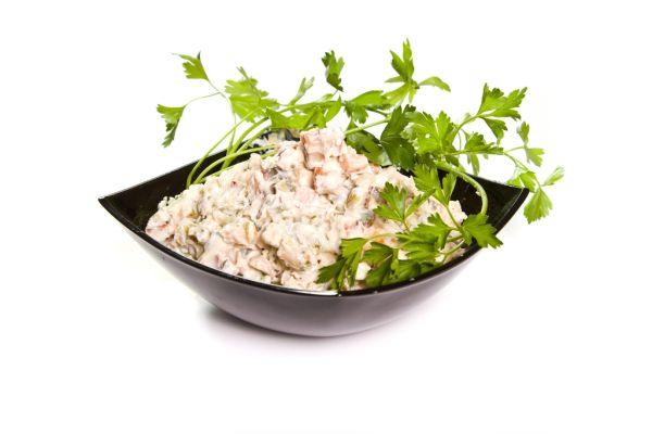 Hydinový šalát so zelerom a majonézou |