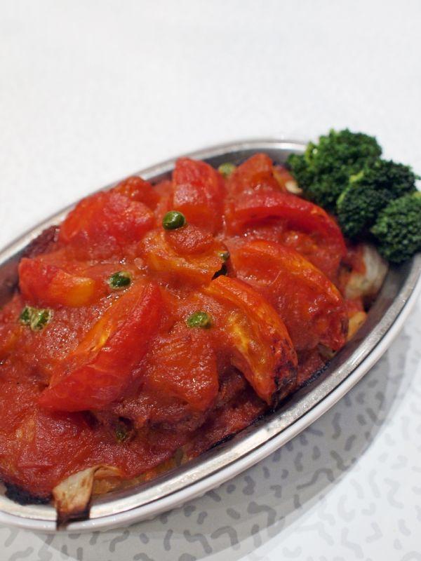 Pečená bravčová kotleta s paradajkami  