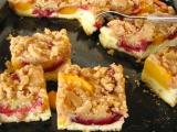 Kysnutý slivkový koláč s posýpkou