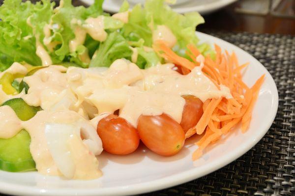 Miešaný zeleninový šalát so syrom |