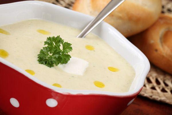 Krémová polievka so zeleninovými lupienkami  