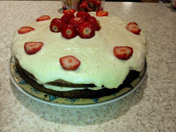 Sacherová torta s krémom z bielej čokolády |