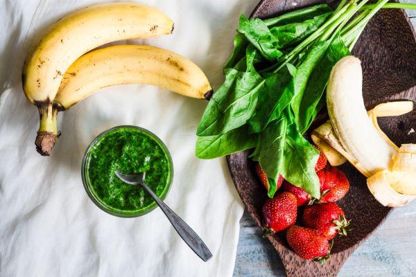 Zelené smoothie so špenátom a ovocím |
