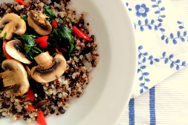 Rýchly obed s quinoa. Jedlo za 10 minút. |