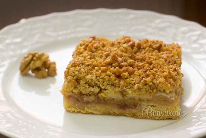 Orechový koláč s jablkami