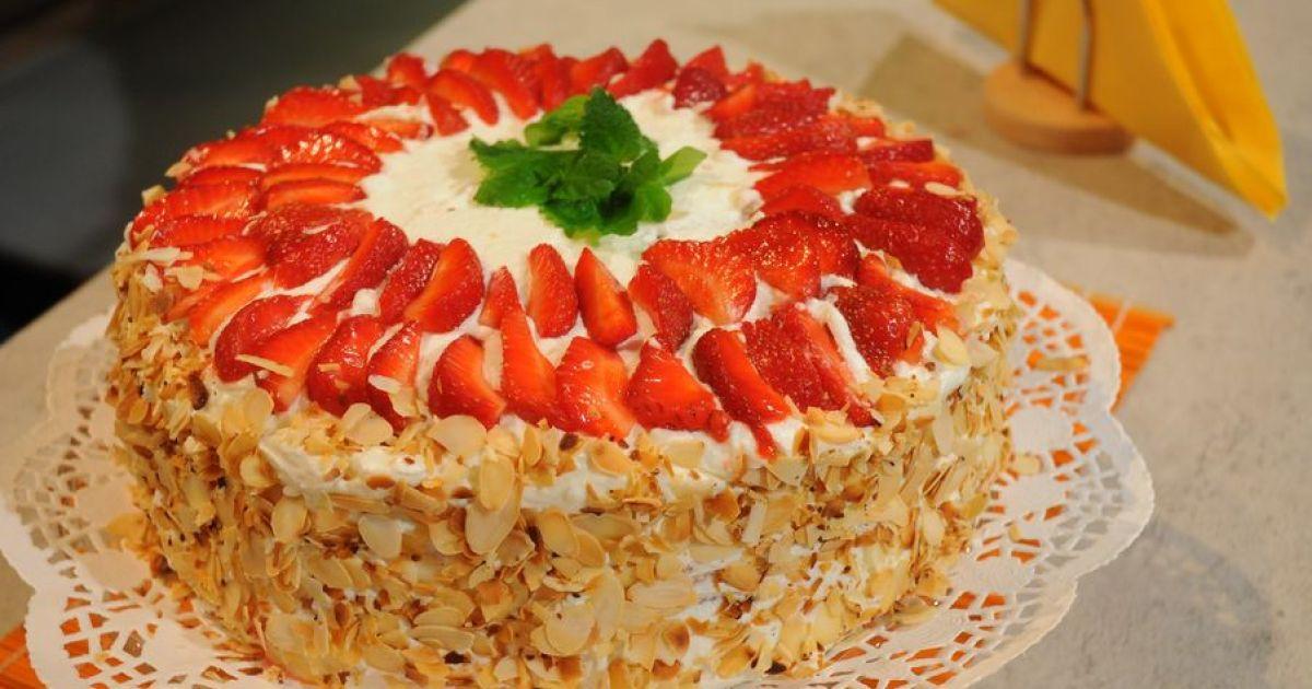 Video: Šľahačkovo-jahodová torta, fotogaléria 1 / 1.