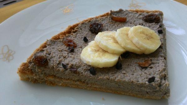 Koláč s banánovo-kávovou tofu plnkou |